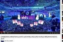 Téměř 1,2 milionu LED žárovek použila australská metropole Canberra na vánoční dekoraci v podobě tří propojených obřích vánočních dárků, čímž vytvořila nový světový rekord.