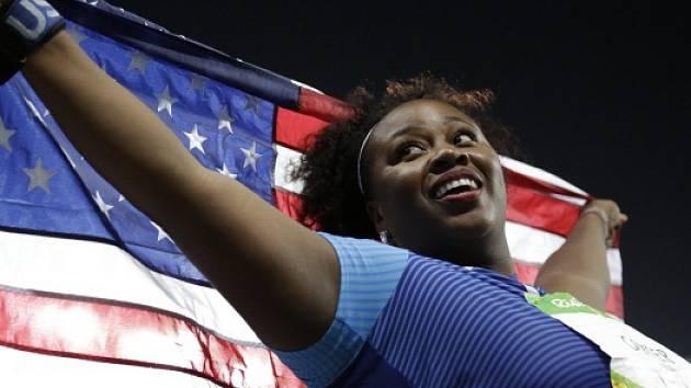 Americká koulařka Michelle Carterová překazila v Riu de Janeiro Valerii Adamsové vítězný olympijský hattrick.