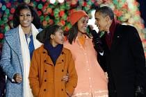 Americký prezident Barack Obama rozsvítil v hlavním městě Spojených států Washingtonu tradiční národní vánoční strom.