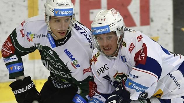 Marcel Haščák z Komety (vpravo) a Henri Tuominen z Karlových Varů.