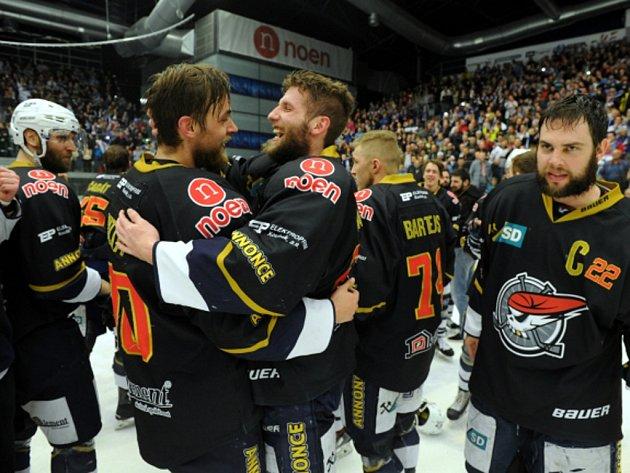 Hokejisté Chomutova se radují z postupu do extraligy.