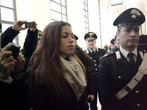 Tanečnice Karima Mahrúgová u soudu v Miláně