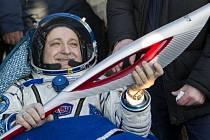 Na Zemi se Sojuzem vrátila dlouhodobá tříčlenná posádka ISS, kterou tvoří Rus Fjodor Jurčichin, Američanka Karen Nybergová a Ital Luca Parmitano.