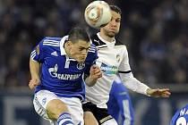 Marek Bakoš z Plzně (vpravo) a Kyriakos Papadopoulos ze Schalke.