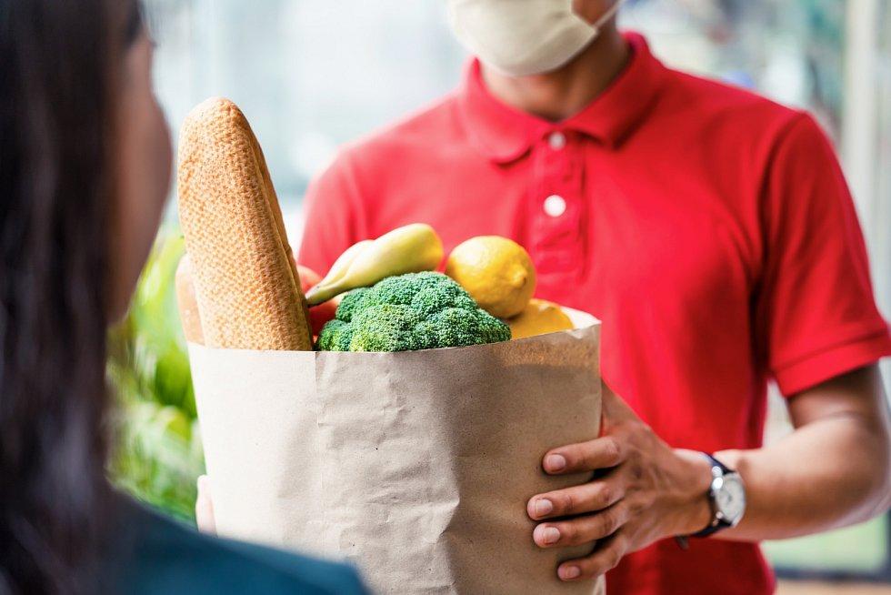 Odborníci připomínají, že přínosem on-line prodeje potravin je i šance lokálních výrobců dostat své produkty k široké veřejnosti.
