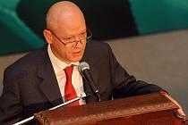 Fotbaloví delegáti řekli na sobotní volební valné hromadě ano změnám a zvolili svým předsedou bývalého kapitána reprezentace Ivana Haška.