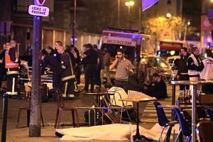 Nejtragičtějším ze série šesti atentátů, jimž v Paříži podlehlo 129 lidí se stal útok v koncertní hale Bataclan, kde právě hrála americká rocková skupina Eagles of the Death Metal.
