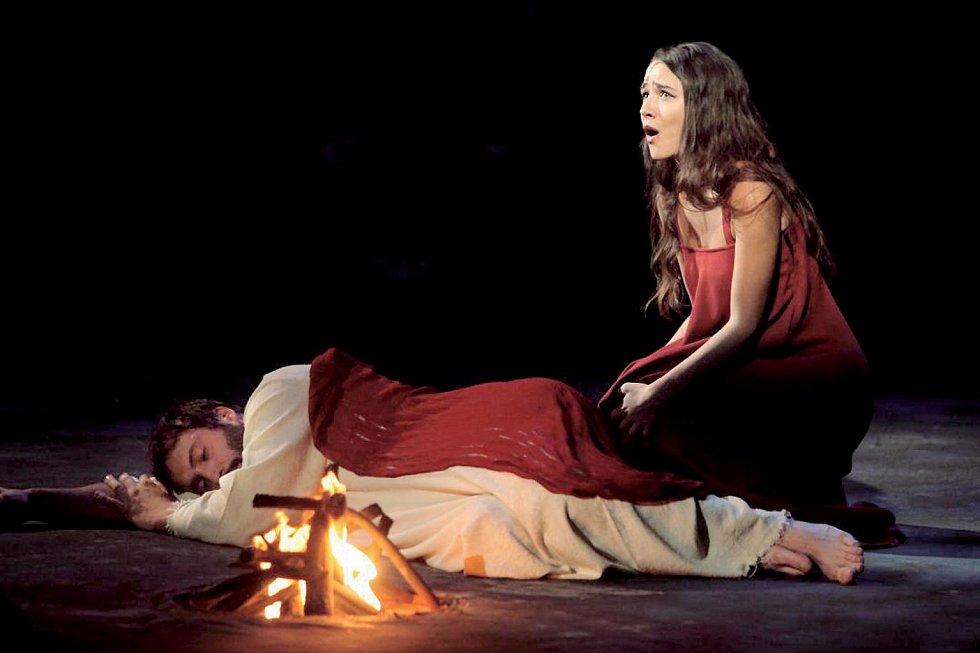 Eva Burešová v muzikálu Jesus Christ Superstar.