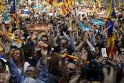 Katalánci v ulicích po vyhlášení výsledků referenda.