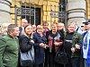 Ředitelka Ivanka Kohoutová se svými studenty a podporovateli.