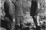 Koněv v roce 1943 s maršálem Žukovem (vpravo). Ten netušil, že na něj jeho spolubojovník před válkou donášel