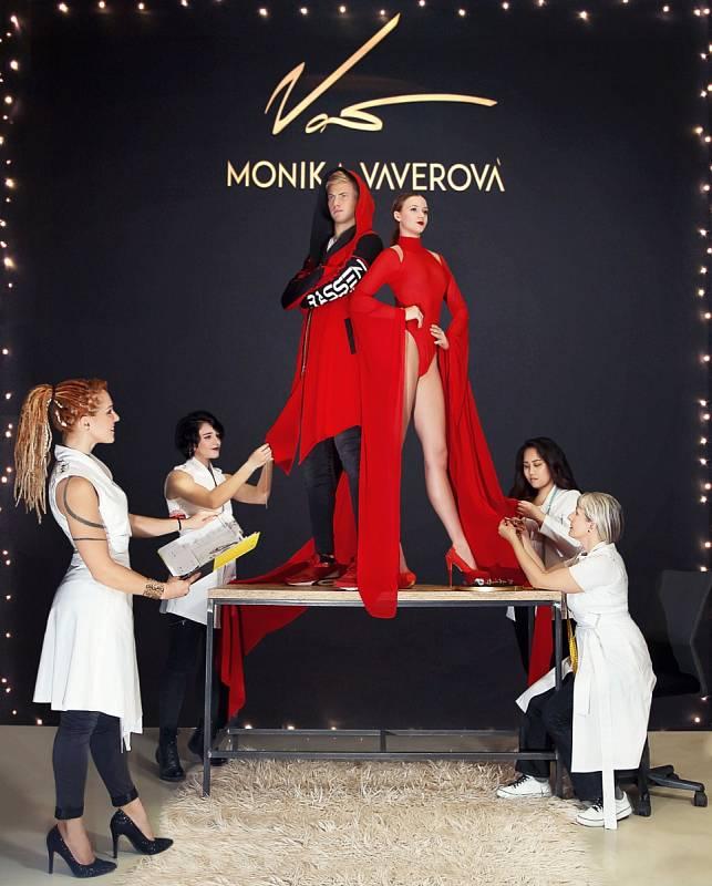 Kostýmy Moniky Vaverové a jejího týmu.