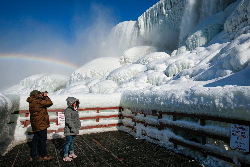 Niagarské vodopády pokryl sníh a led