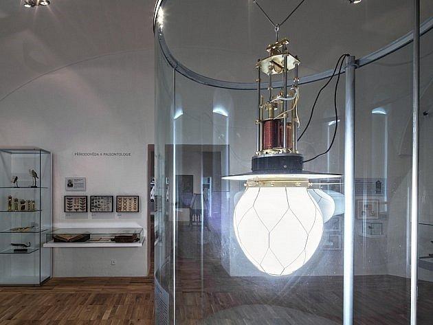Oblouková lampa je známá už od první poloviny 19. století. Významným způsobem k jejímu zdokonalení přispěl český vynálezce František Křižík.