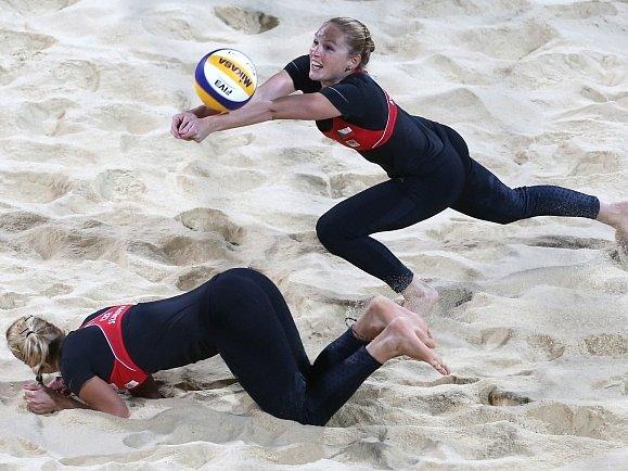 Beachvolejbalistky Kristýna Kolocová s Markétou Slukovou na Hrách v Londýně.