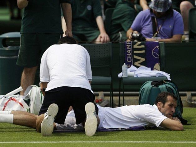 Radek Štěpánek kvůli zranění ve Wimbledonu skončil.