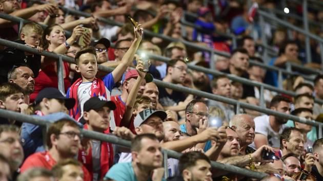 Čeští fotbaloví fanoušci. Ilustrační snímek