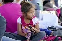 Některým dětem, které míří do USA za lepším životem, nebylo ještě ani šest let…