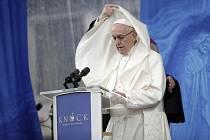 Papež František vystoupil na poutním místě Knock
