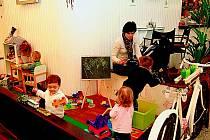 Malí návštěvníci ocení především koutek s hračkami a barvičkami.