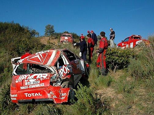 """Rozbitý """"juniorksý"""" Citroën Martina Prokopa při Portugalské rallye 2007."""