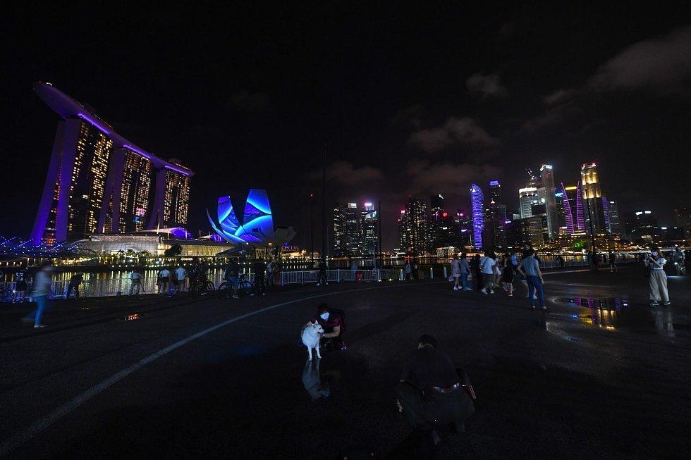 …V letošním roce nahradila ohňostroj videoprojekce, počet návštěvníků byl daleko nižší.