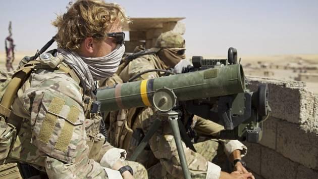 Belgičtí vojáci, kteří slouží v Iráku v rámci spojeneckých sil, pozorují boje o město Tal Afar.