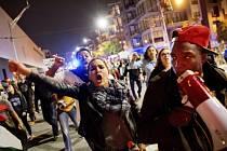 Stovky lidí vyšly v pátek večer znovu do ulic amerických měst, aby vyjádřily obavy z budoucího vývoje země po zvolení Donalda Trumpa prezidentem.