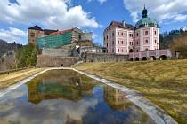 Rekonstrukce Pluhovských domů na Státním hradě a zámku Bečov