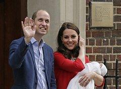 Princ William a vévodkyně Kate se svým novorozeným synem.