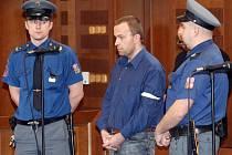 Bývalý zdravotník Petr Zelenka byl odsouzen k doživotnímu trestu vězení. Rozsudek ale není pravomocný. Zelenka se na místě odvolal