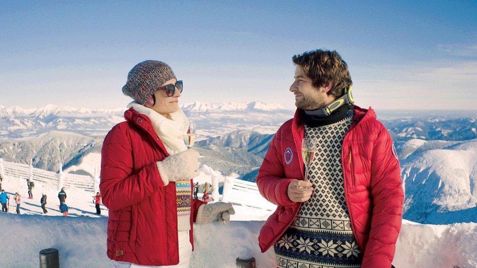 Marek Němec s Annou Polívkovou v nové komedii Ženská na vrcholu, kde je za romantika.