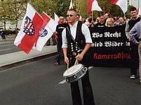 Pochod pravicové Národnědemokratické strany Německa (NPD).