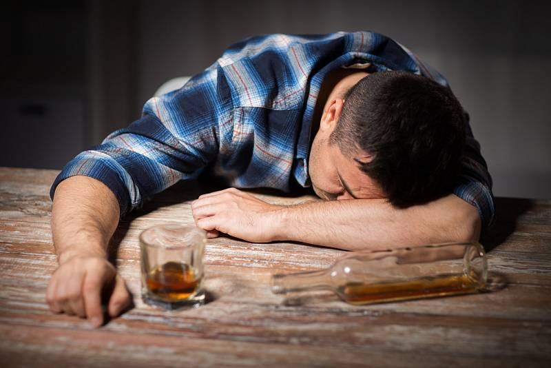 Češi se alkoholu neštítí. Následky nadměrného pití bývají nepěkné