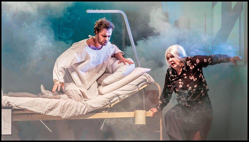 V představení Andělé v Americe, které má tři nominace na Cenu Thálie 2019.