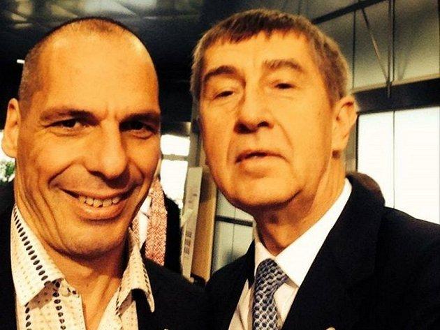 Společná fotografie s řeckým kolegou Janisem Varufakisem, kterou na internet umístil český vicepremiér a ministr financí Andrej Babiš, zaujala americký list The Wall Street Journal (WSJ).