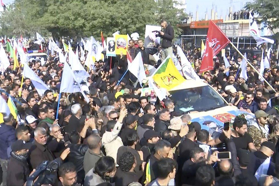 Smuteční průvod za velitele íránských jednotek Kuds Kásema Solejmáního v Bagdádu