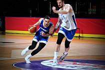 Čeští basketbalisté už trénovali v Kanadě.