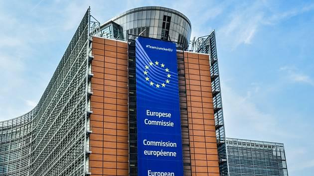 Nejen Brusel. Snímek zachycuje sídlo Evropské komise v Bruselu. Pro evropské instituce ale můžete pracovat i v Česku nebo jinde v zemích Evropské unie. Často dokonce i jinde ve světě.