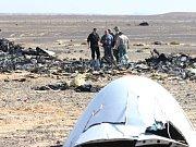 Trosky ruského letounu v sinajské poušti.