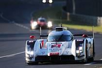 Slavný závod 24 hodin Le Mans ovládla posádka Audi André Lotterer, Marcel Fässler a Benoit Tréluyer.