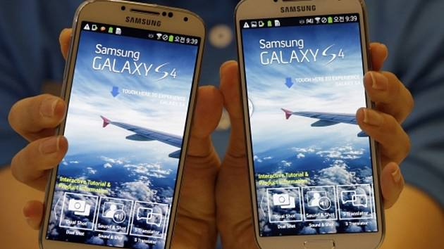 Mobilní telefon Samsung Galaxy S4.