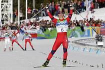 Norská běžkyně na lyžích Marit Björgenová vyhrála na olympiádě ve Vancouveru skiatlon na 7,5 kilometru klasicky a 7,5 kilometru volně a získala na Hrách druhou zlatou medaili. Zároveň je první trojnásobnou medailistkou z Vancouveru.
