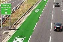 Británie bude testovat silnici, která dobije auto při jízdě.