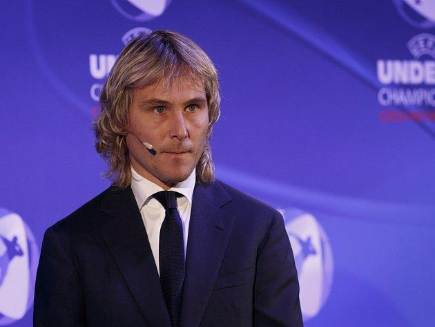Pavel Nedvěd vylosoval skupiny ME fotbalistů do jednadvaceti let.