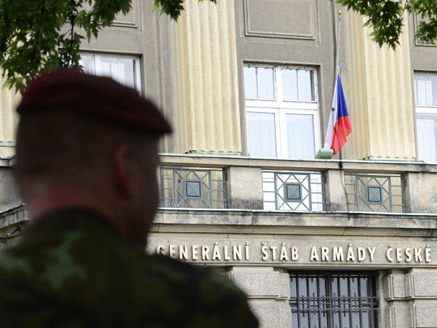 Na budově Generálního štábu Armády ČR v Praze byla 8. července kvůli smrti čtyř českých vojáků v Afghánistánu stažena vlajka na půl žerdi.