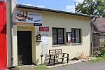 Sbor dobrovolných hasičů tu byl založen 6.7.1989 pod názvem Spolek dobrovolných hasičů městyse Škvorec. Zakládajících členů bylo 48.