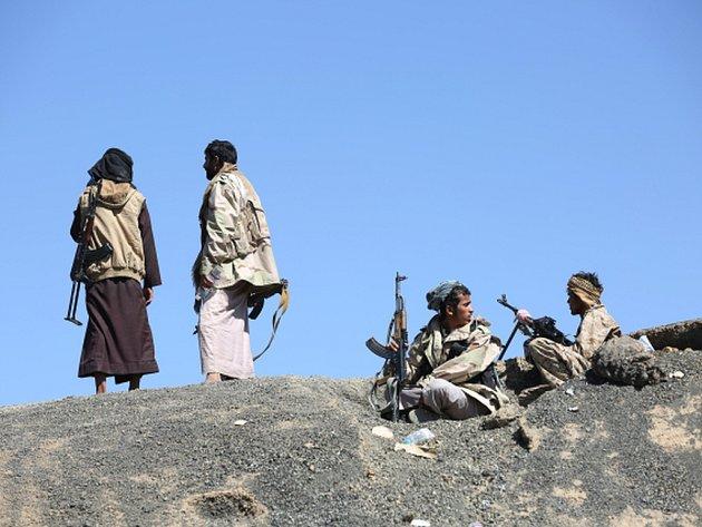 V jihozápadní provincii Táizz působí i nejrůznější místní milice a také radikálové z jemenské odnože teroristické sítě Al-Káida.
