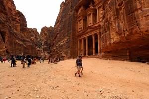 Petrou projdou ročně stovky tisíc návštěvníků. Ilustrační foto.