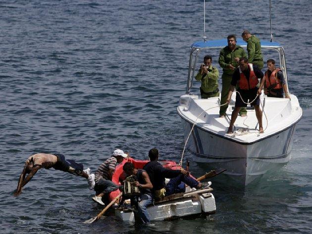 Devět kubánských migrantů údajně zahynulo, když se na chatrné lodi pokoušeli dostat do Spojených států.